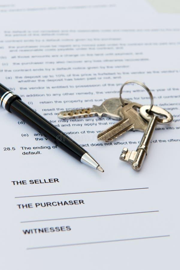 Contrato de las propiedades inmobiliarias fotos de archivo