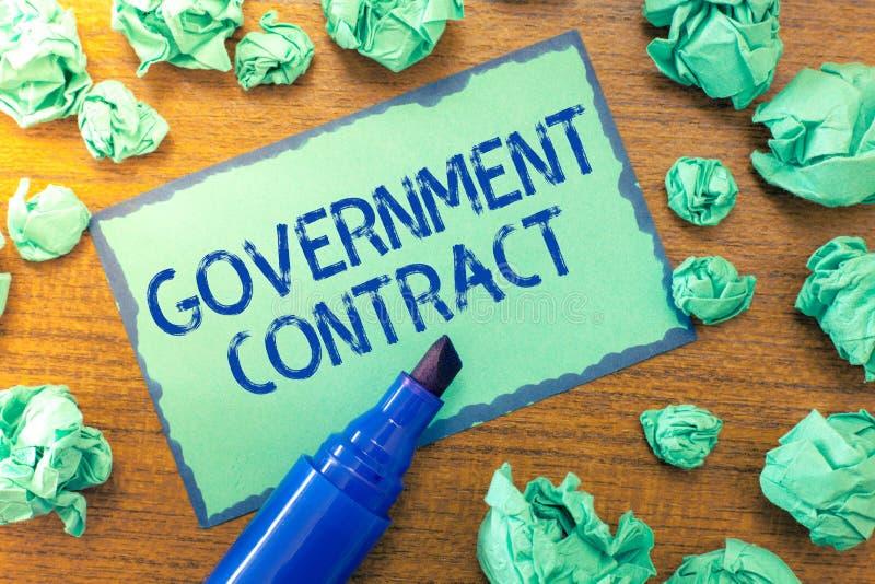 Contrato governamental do texto da escrita Processo do acordo do significado do conceito para vender serviços à administração fotografia de stock