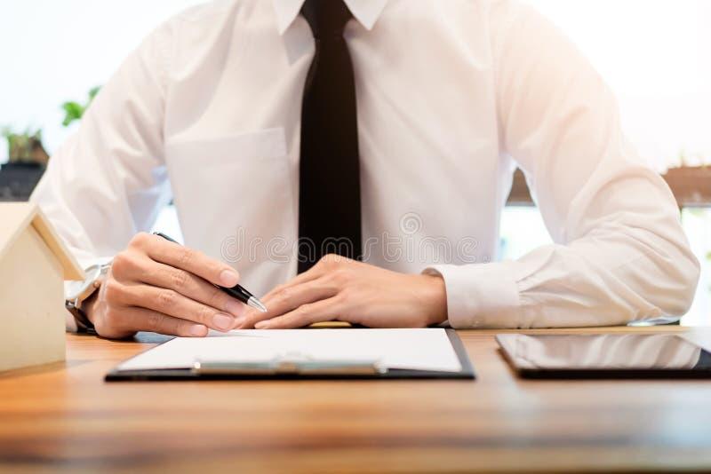 contratto di firma del cliente, termini acconsentiti ed applicazione approvata immagine stock libera da diritti