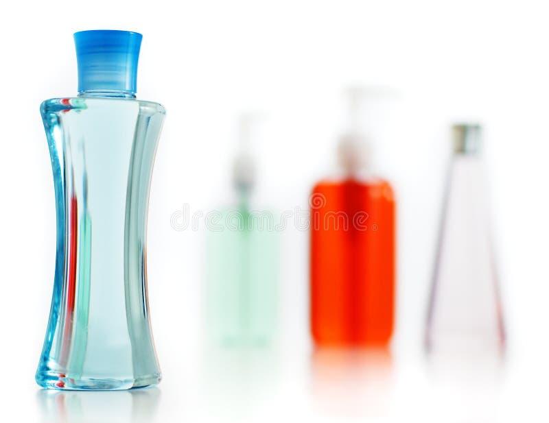 contre le blanc de savon de shampooing de lotion photographie stock libre de droits