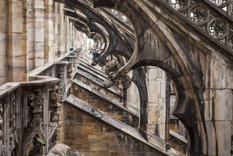 Contreforts de vol, cathédrale de Milan, Duomo de l'Italie images stock