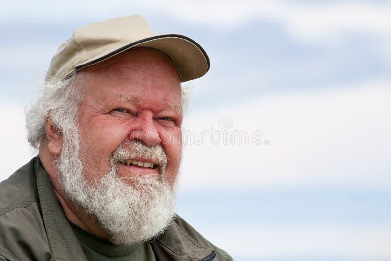contro il cielo maschio dell'anziano del ritratto fotografia stock