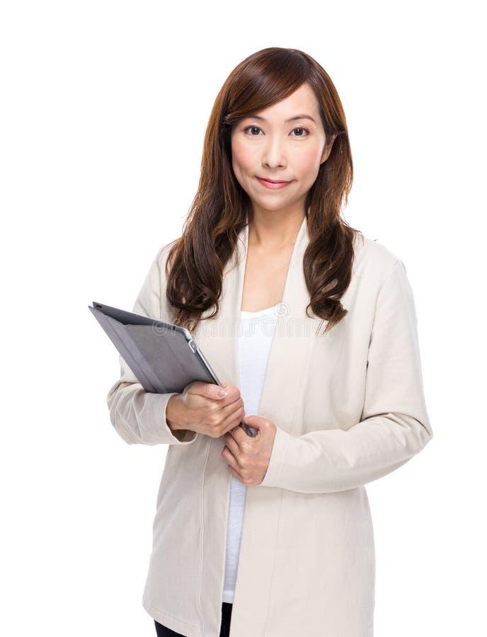 Download Control Asiático De La Mujer Con La Tableta Digital Imagen de archivo - Imagen de japonés, casa: 42442171