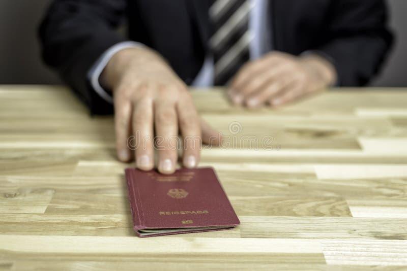 Control de pasaportes imagen de archivo
