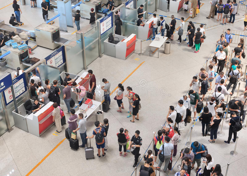 Control de seguridad en el aeropuerto internacional capital de Pekín fotos de archivo