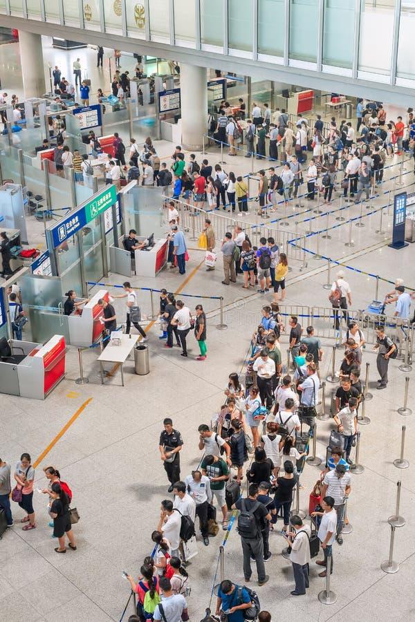 Control de seguridad en el aeropuerto internacional capital de Pekín imagenes de archivo