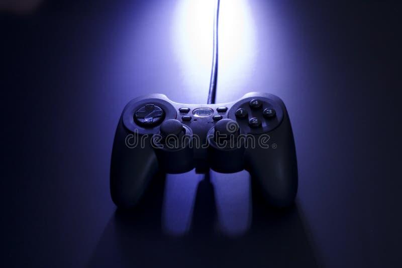 Controlador dramático do jogo video imagem de stock