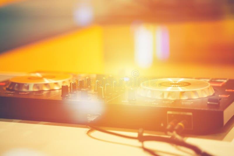 Controlador profissional do misturador sadio Misturador sadio do DJ para jogar imagens de stock royalty free