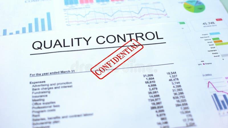 Controle confidencial, selo da qualidade carimbado no documento oficial, negócio ilustração do vetor