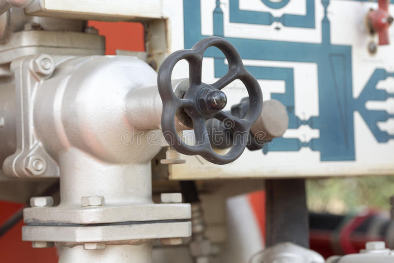 Controle da válvula no firetruck fotos de stock royalty free