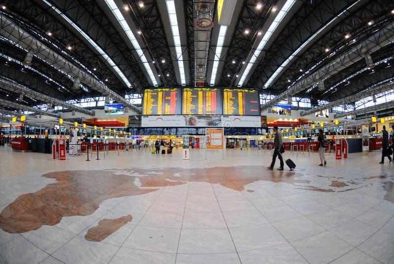 Controle in de luchthaven van Praag stock foto