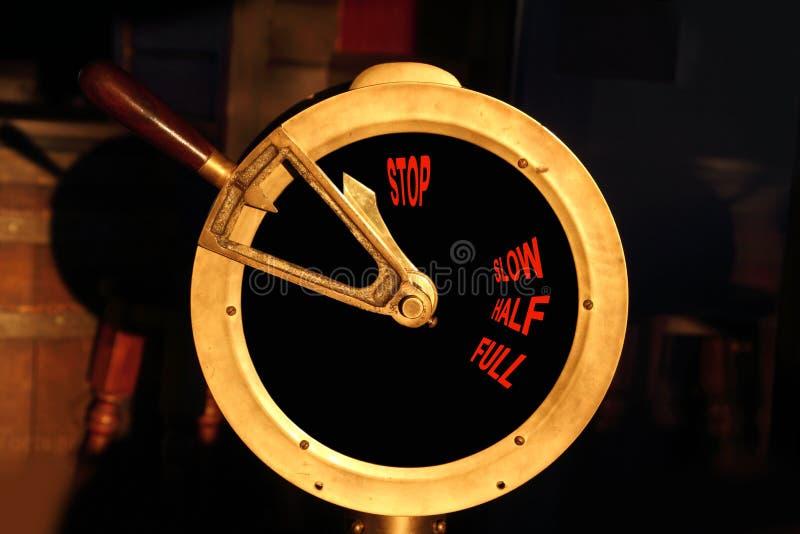 Controle de potência de bronze do barco antigo imagem de stock royalty free