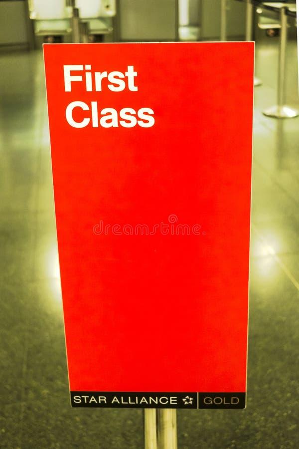 Download Controle De Uit De Toeristenklasse Van Lufthansa In Madrid Redactionele Stock Afbeelding - Afbeelding bestaande uit bestemming, controle: 107700964