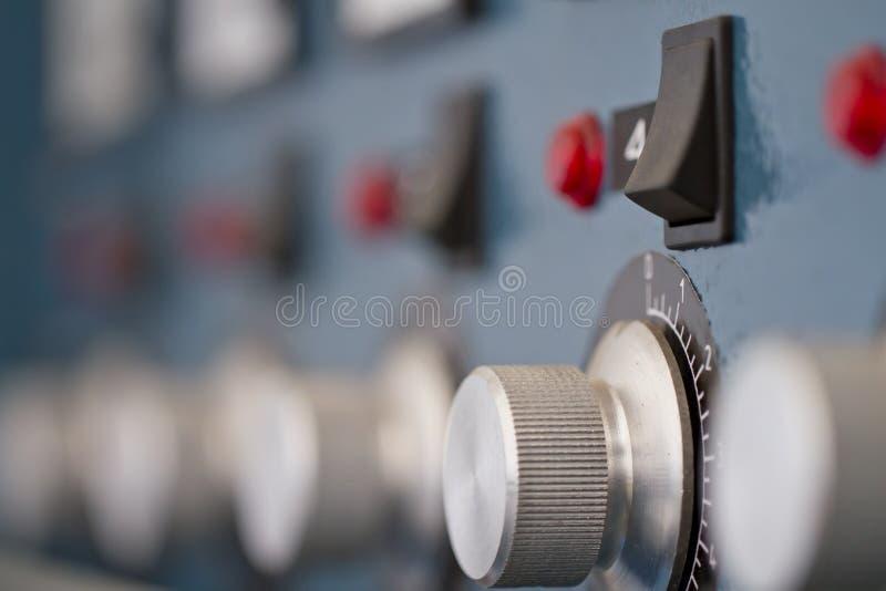 Controlebord bij de fabriek stock foto's