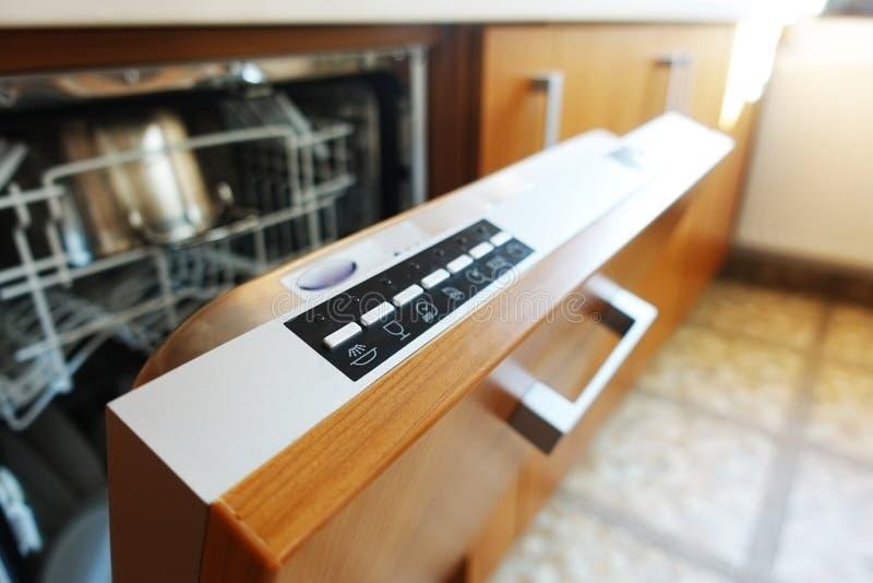 Controlebord van een ingebouwde afwasmachinemachine royalty-vrije stock afbeelding
