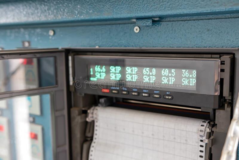 Controlebordapparaten voor thermische behandeling van gelaste verbindingen stock foto
