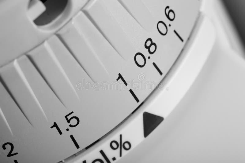 Controleknop met een schaal van meting stock foto's