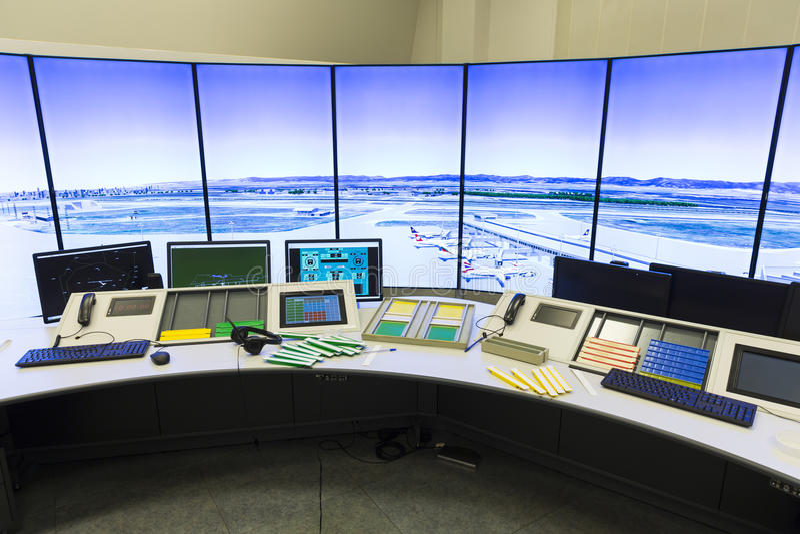 Controller& x27 da autoridade de serviços do tráfico aéreo; mesa de s imagem de stock royalty free