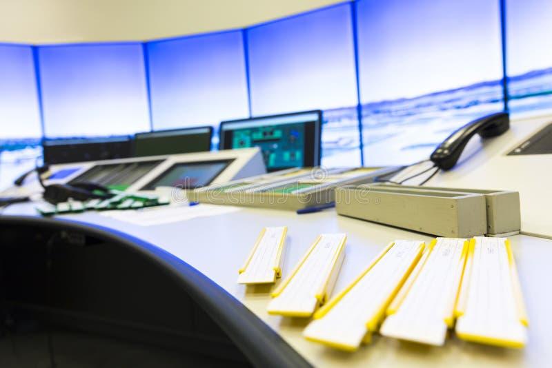 Controller& x27 de la autoridad de servicios del tráfico aéreo; escritorio de s fotografía de archivo libre de regalías