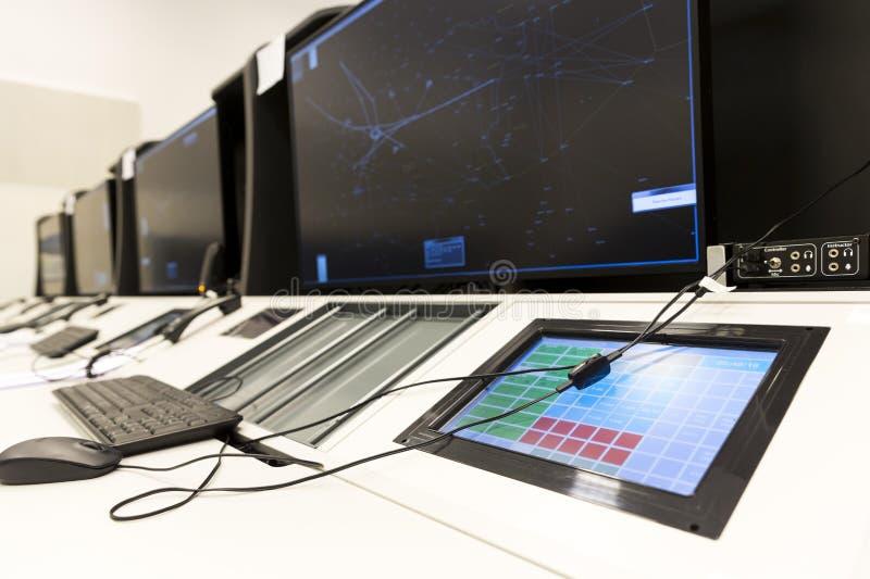 Controller& x27 de la autoridad de servicios del tráfico aéreo; escritorio de s foto de archivo libre de regalías
