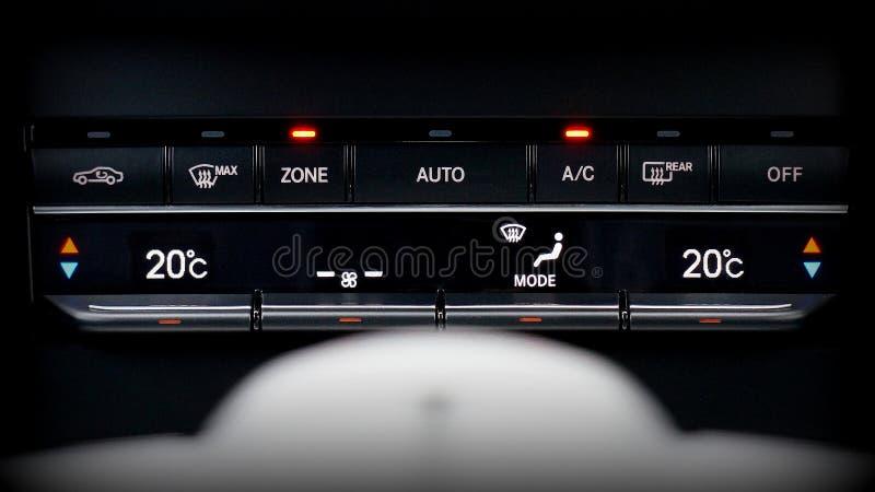 Controlli della temperatura in automobile immagini stock