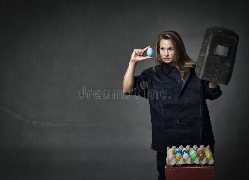 Download Controllo Delle Uova Di Pasqua Fotografia Stock - Immagine di fabbrica, ragazza: 56879882