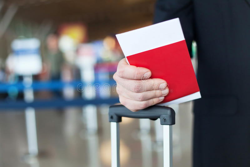 Controllo di passaporto in aeroporto, concetto di immigrazione fotografia stock