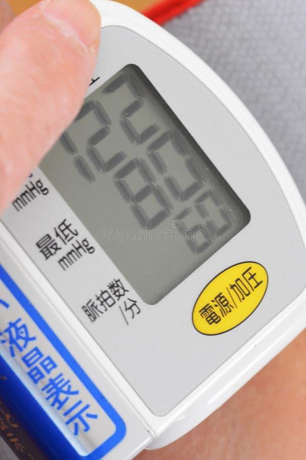 Controllo di pressione sanguigna fotografia stock
