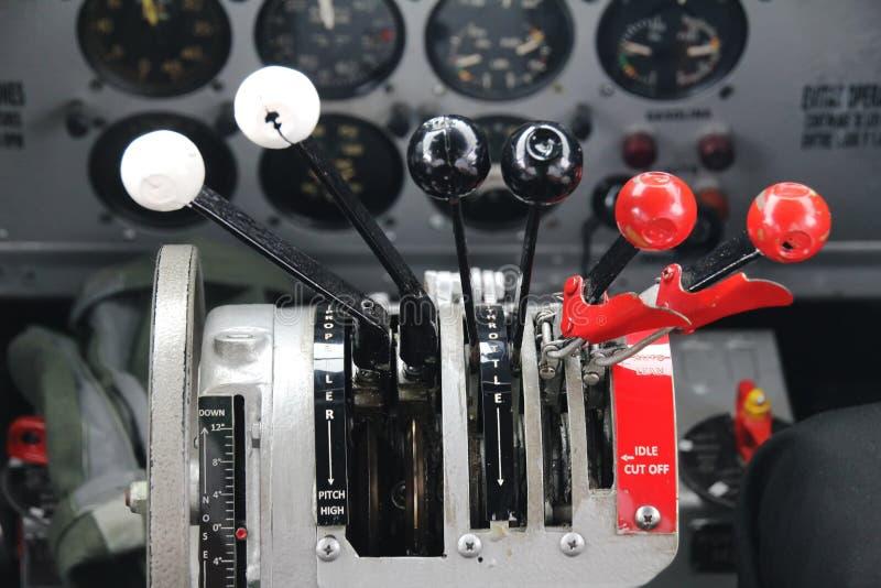 Controllo di spinta dell'aeroplano fotografia stock