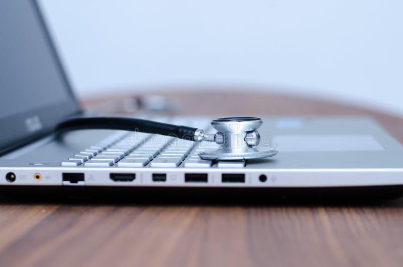 Controllo sanitario del computer fotografia stock libera da diritti