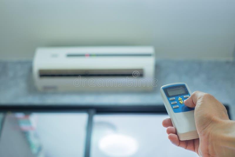 Controlo a distância da posse da mão do condicionador de ar imagem de stock royalty free