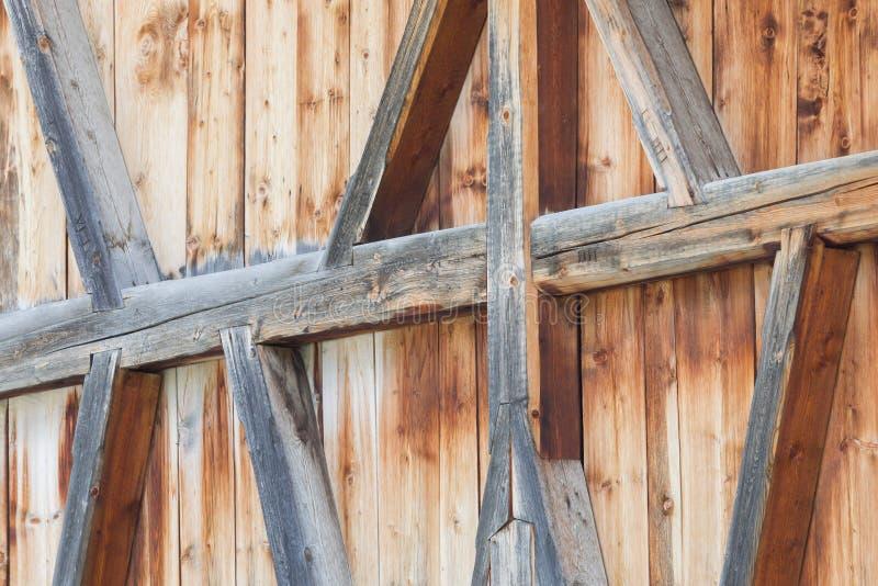 Contruction de madeira em uma casa velha foto de stock
