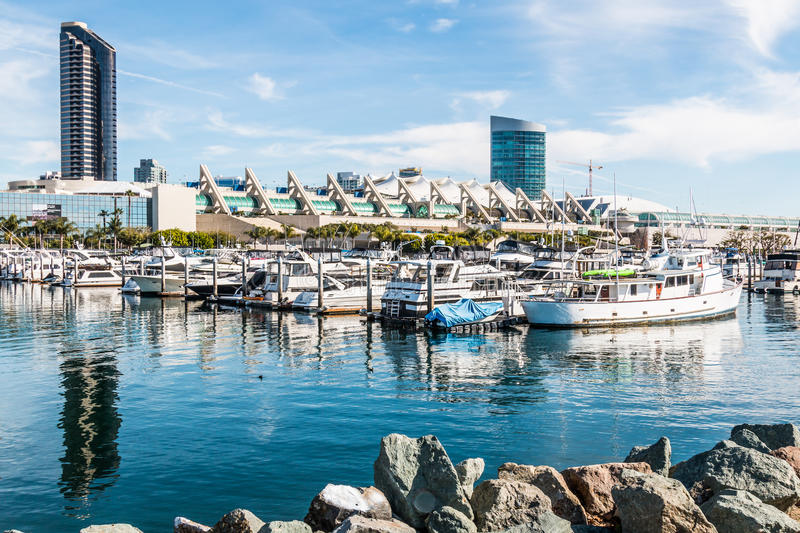 Convention Center en Hotels in Embarcadero Marina Park North stock afbeeldingen