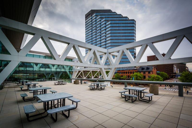 Convention Center et les bâtiments modernes à Baltimore du centre images stock