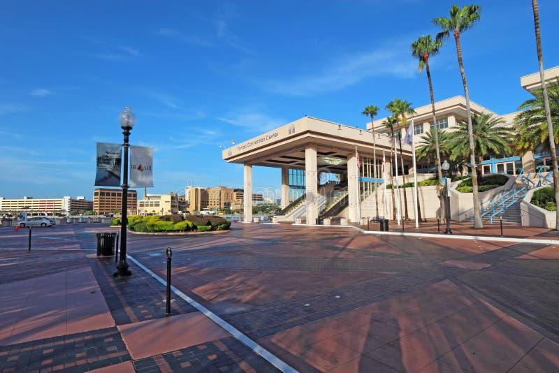Convention Center i i stadens centrum Tampa, Florida arkivfoton