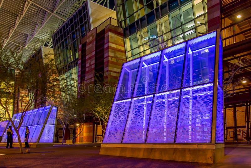 Convention Center na noite em Phoenix, AZ fotos de stock
