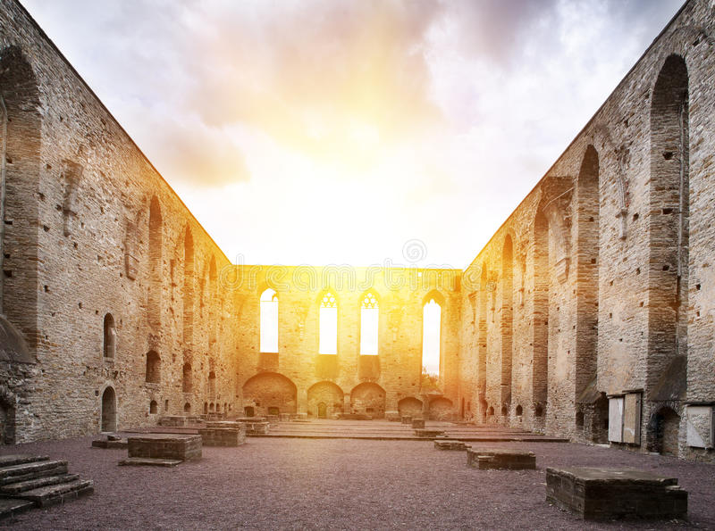 Convento arruinado antigo na região de Pirita, Tallinn do St Brigitta, Estônia fotos de stock