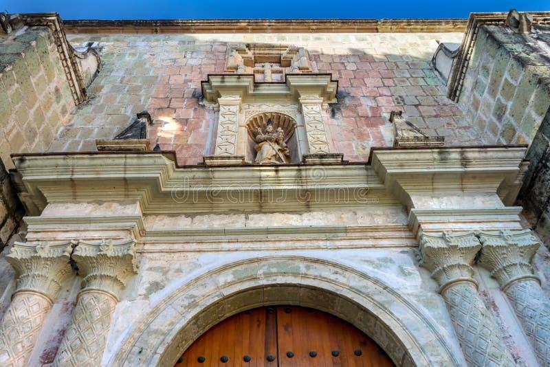 Convento de madeira Carmen Alto Church Oaxaca Mexico do templo da estátua da porta fotos de stock royalty free