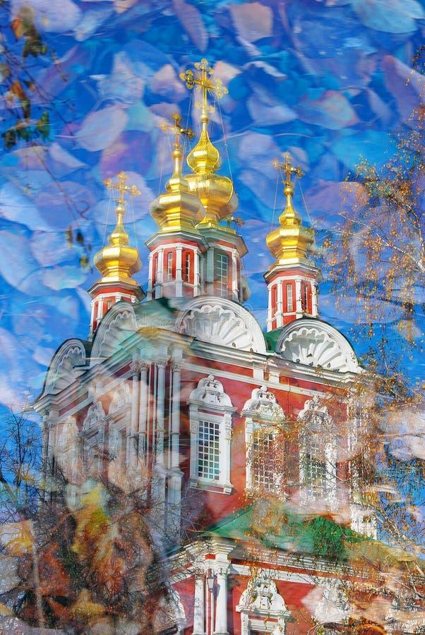 Convento di Novodevichy a Mosca Collage artistico, tema di autunno illustrazione di stock