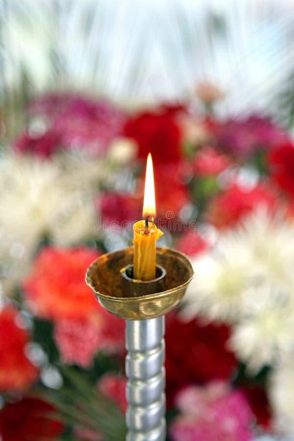 Convento santamente de Toplovsky Paraskeevsky Uma vela está em uma capela fotografia de stock