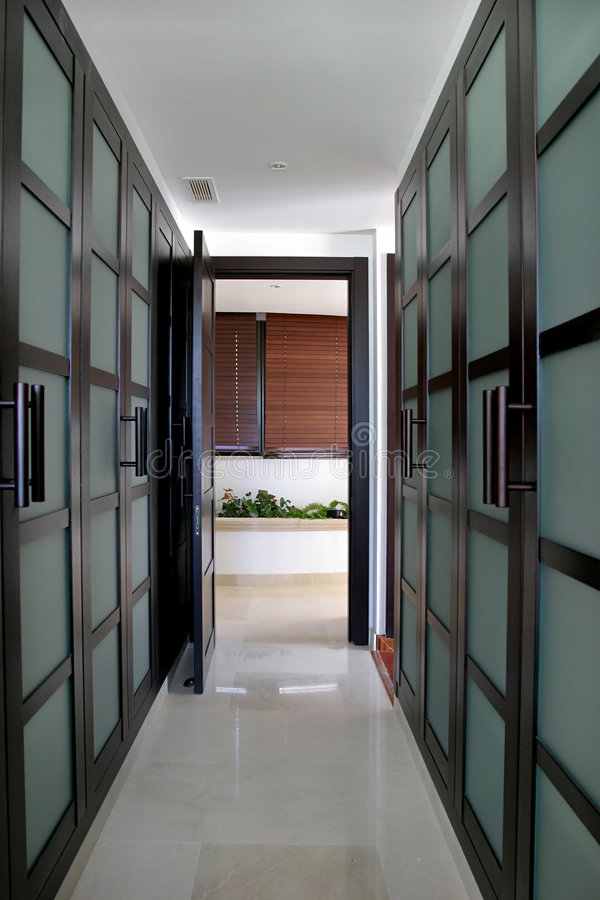 Free Converging Lines Of A Green Walk In Wardrobes In A Large Spanish Villa. Royalty Free Stock Photography - 125527