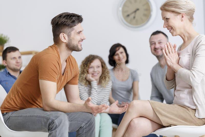 Conversação com psicólogo imagem de stock royalty free