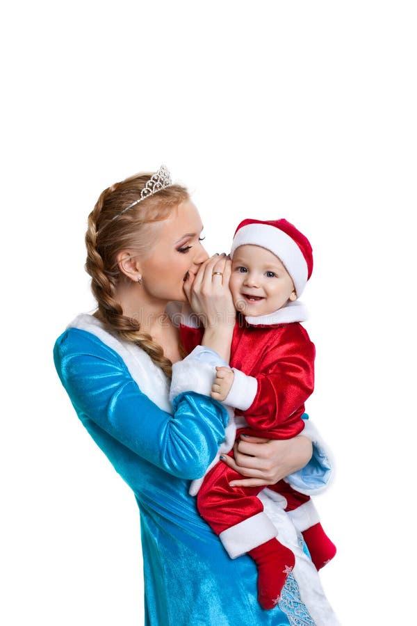 Conversa da menina do Natal um segredo ao bebê Papai Noel fotografia de stock royalty free