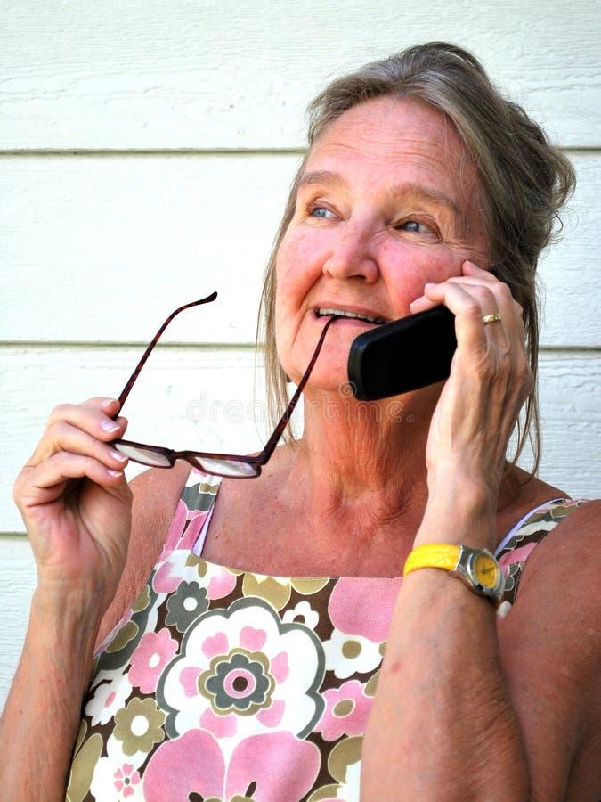 Conversación del teléfono celular. foto de archivo libre de regalías
