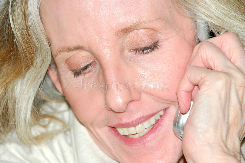Conversación del teléfono móvil. foto de archivo libre de regalías