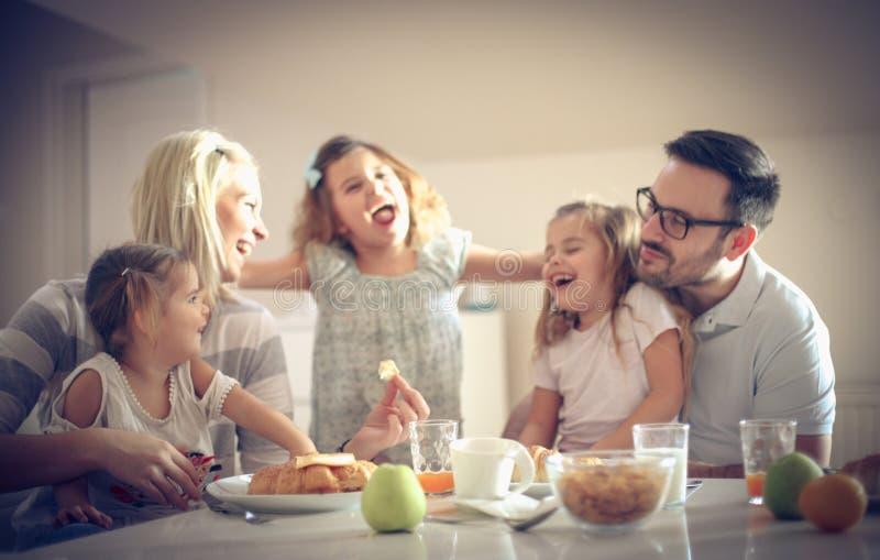 Conversation et petit déjeuner photographie stock libre de droits