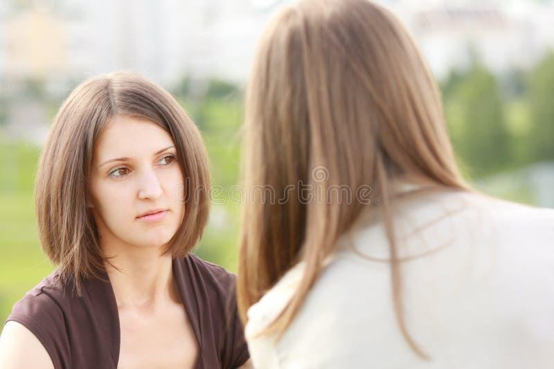 Conversation sérieuse photographie stock