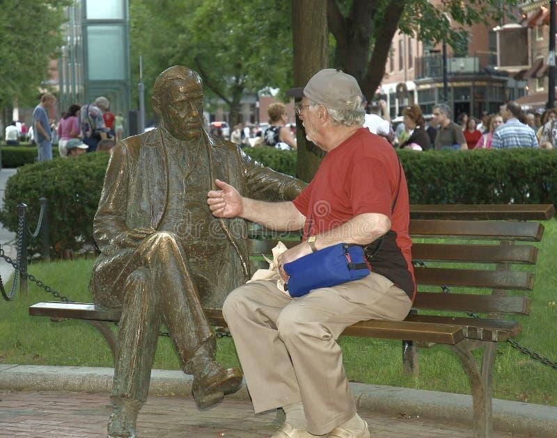 Conversazione degli anziani fotografia stock