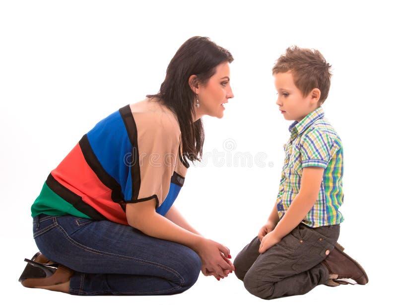 Conversazione del figlio e della madre fotografia stock libera da diritti