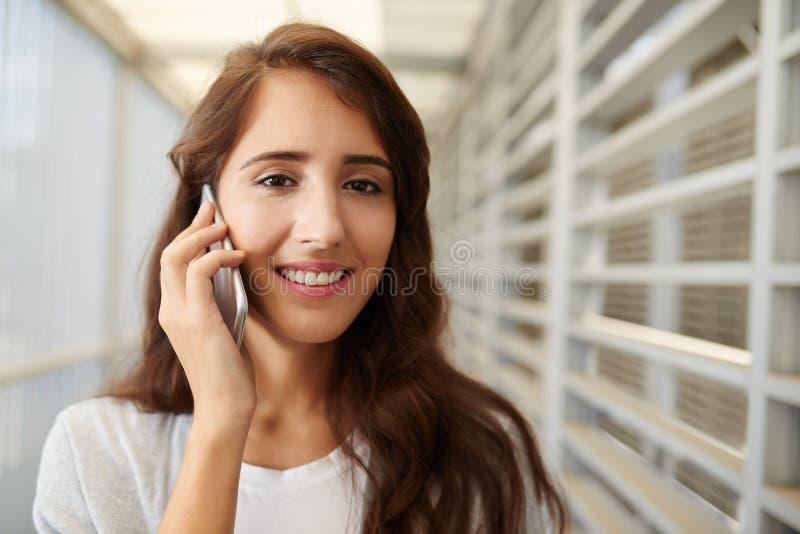 Conversazione del telefono fotografie stock libere da diritti